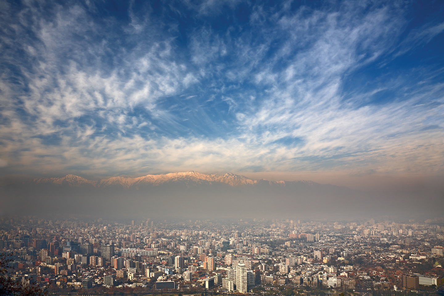 Inversion captures air pollutants in Santiago, posing a problem for implementing free cooling.