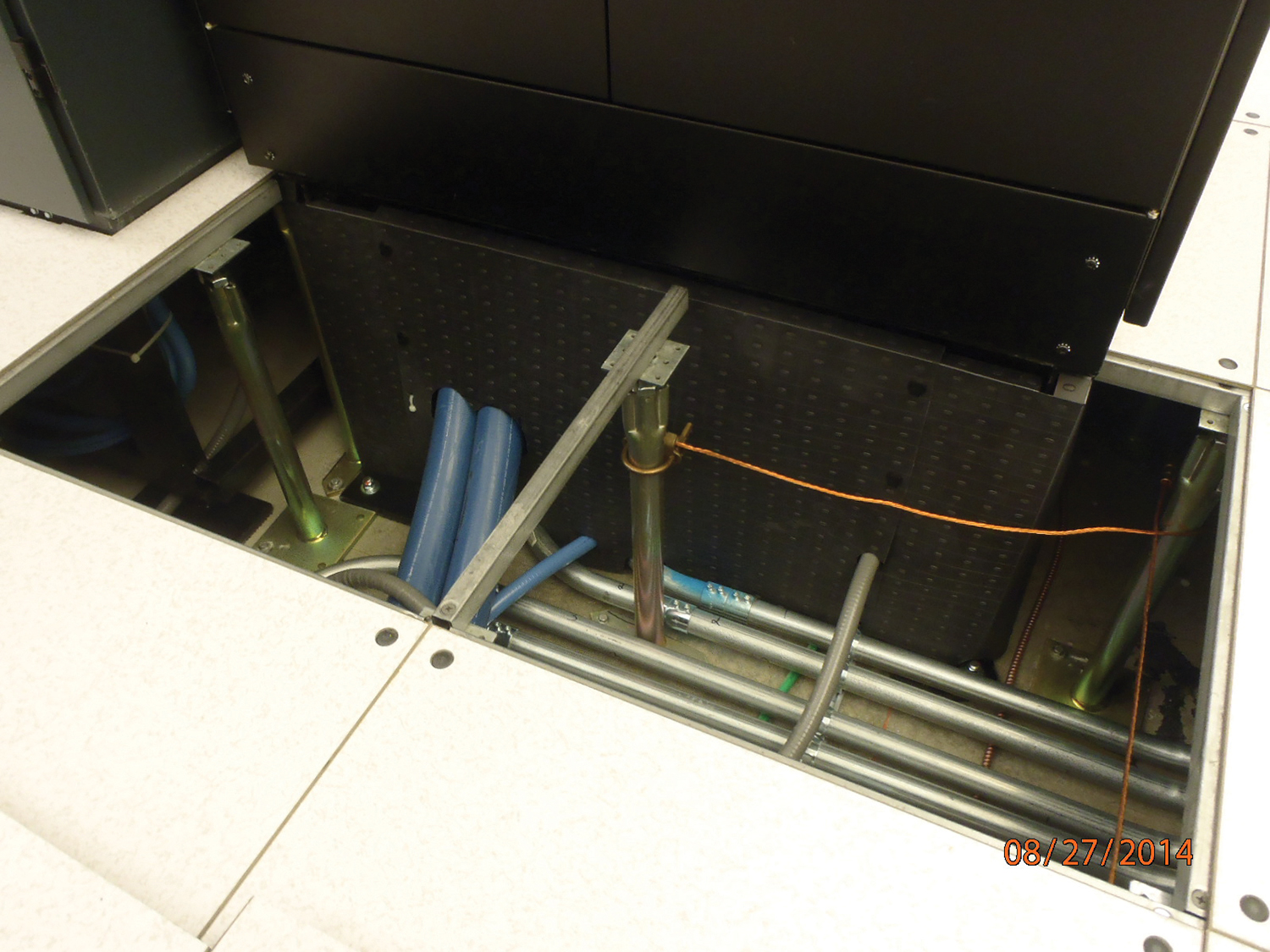 Under floor PDU Plenaform - No leak is too small; find the hole and plug it!